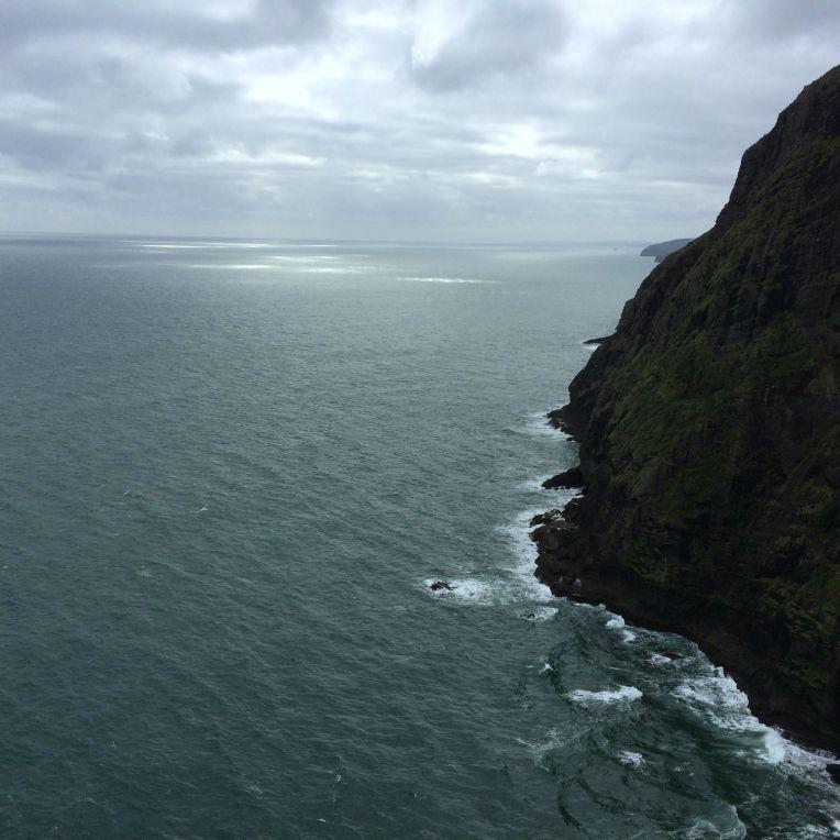 piha-cliff-ocean